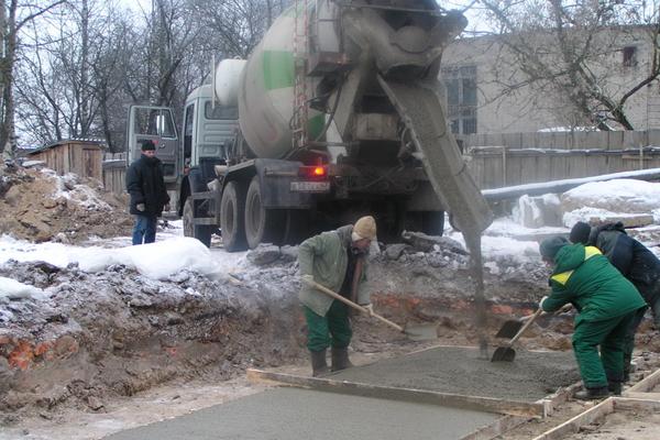 Заливка бетона из груши: нюансы, особенности, правила
